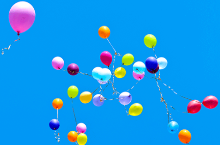 ballons at the sky